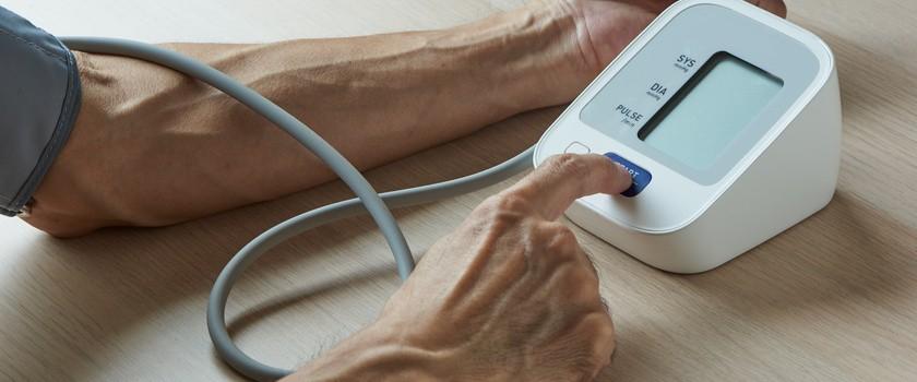 Ciśnienie krwi – w którym miejscu należy dokonywać pomiaru? Co na ten temat mówią badania naukowe?