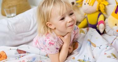 Ból gardła u dziecka – co go powoduje? Co stosować na bolące gardło u dzieci?