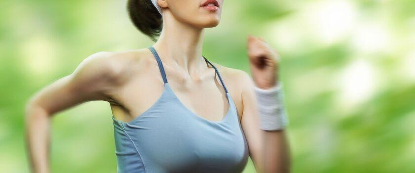 Podobno odpowiednie oddychanie ułatwia prawidłowe wykonanie ćwiczeń. Jakieś wskazówki?