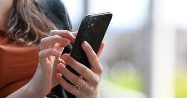 Jak długie korzystanie ze smartfonów wpływa na nasze zdrowie? Czym jest cyfrowy stres?