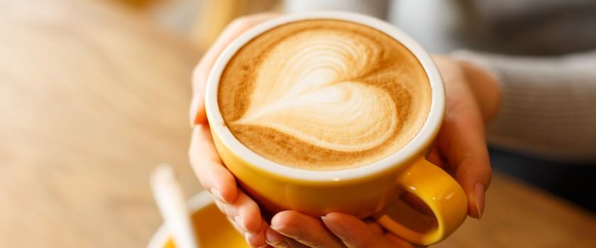 Już myśl o kawie wystarczy, żeby pobudzić nasz mózg