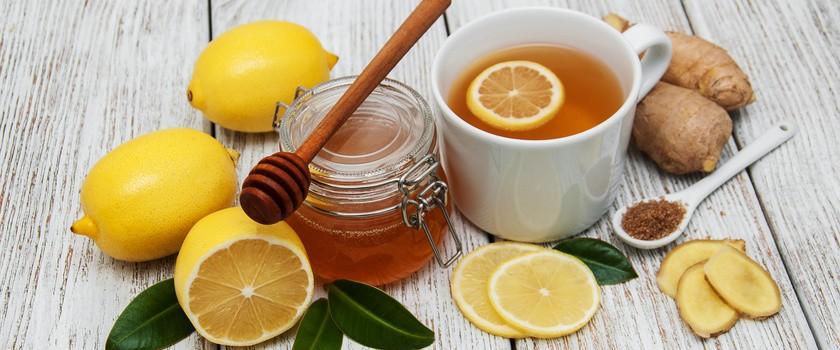Mleko z czosnkiem czy napar z imbiru? Przedstawiamy najlepsze napoje na przeziębienie!