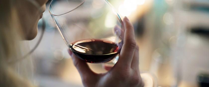 Codzienna dawka alkoholu może poprawić funkcjonowanie mózgu