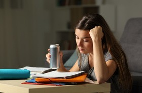Napoje energetyczne – co zawierają energetyki i jak wpływają na nasze zdrowie?