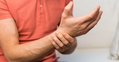 Bóle dłoni – przyczyny