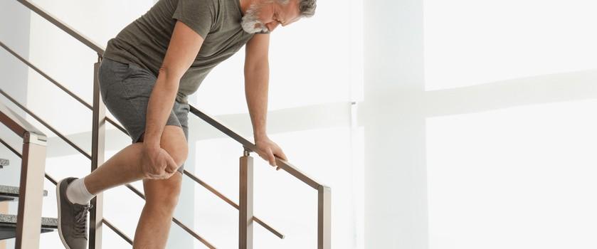 Ból kolana przy zginaniu – przyczyny, leczenie i ćwiczenia na ból przy zginaniu kolana