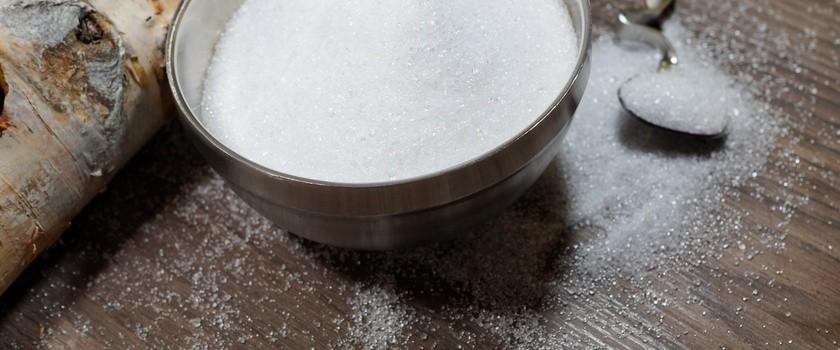 Ksylitol (cukier brzozowy) – właściwości, wady i zalety