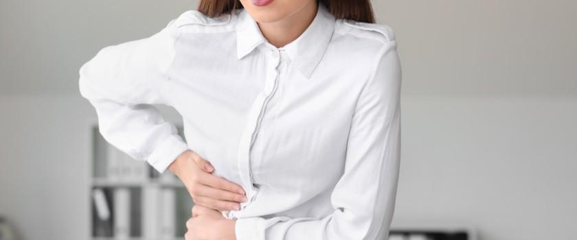 Kolka wątrobowa – przyczyny, objawy, leczenie i domowe sposoby na atak kolki żółciowej