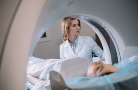 Rezonans magnetyczny jamy brzusznej – przebieg badania, wskazania, cena