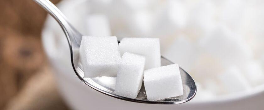 Cukrowa plaga: zjadamy aż 25 łyżeczek cukru dziennie