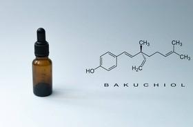 Bakuchiol – czym jest i jak działa? Dlaczego nazywa się go roślinnym retinolem?