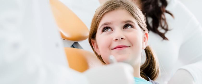 Dentyści nie mogą wstawiać czarnych plomb dzieciom