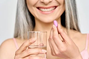 PABA – co to jest? Jakie ma właściwości? Czy witamina B10 to cudowny suplement na siwienie i zmarszczki?