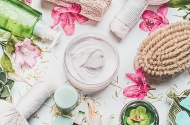 Szczotkowanie ciała na sucho – korzyści i technika masażu