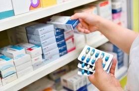 Antybiotyk – podział, działanie, skutki uboczne stosowania antybiotyków. Jak przyjmować antybiotyk?