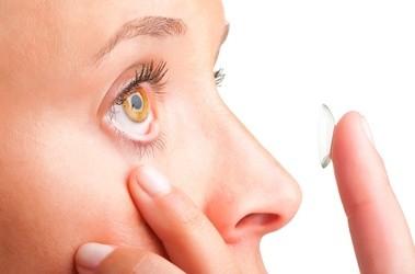 Aplikacja soczewek kontaktowych