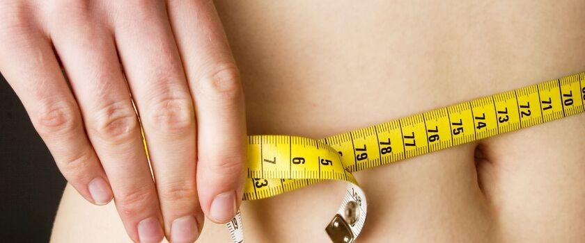 Chciałabym schudnąć. Staram się nie jeść dużo. Ćwiczę, ale nie chudnę. Jakie suplementy powinnam stosować? Ważę 72 kg przy wzroście 1,72 m.