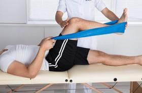 Fizjoterapia – czym zajmuje się fizjoterapeuta? Jakie są różnice między rehabilitacją a fizjoterapią?