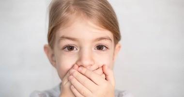 Jąkanie u dzieci – jakie są jego przyczyny? Jak pomóc dziecku, które się jąka?
