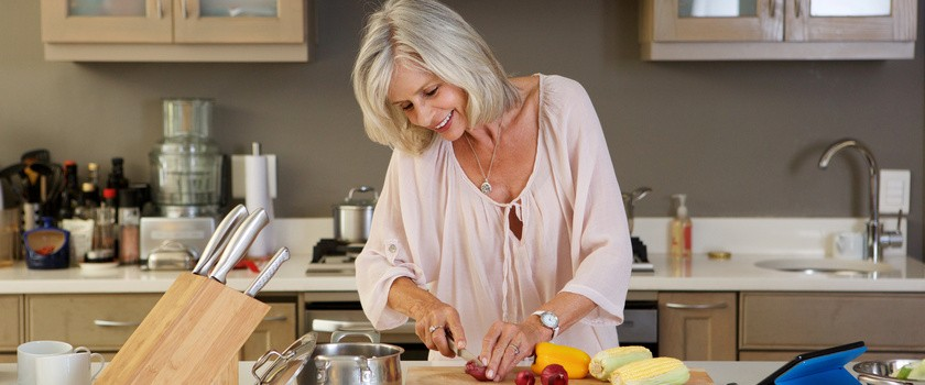 Tyjesz podczas menopauzy? Sprawdź, jak powinna wyglądać Twoja dieta