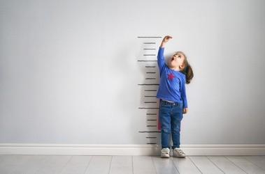 Niskorosłość – przyczyny i leczenie niedoboru wzrostu