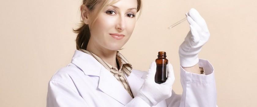 Serum, czyli kosmetyk do zadań specjalnych. Czy warto stosować?