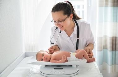 Wizyta patronażowa pediatry – czym jest i jak przebiega?