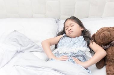 Wymioty u dziecka i niemowlaka, jak sobie z nimi poradzić?