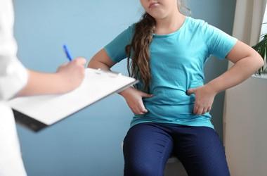 Jak nadwaga wpływa na proces dojrzewania płciowego u dziewczynek?