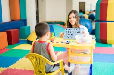 WWR – czym jest wczesne wspomaganie rozwoju? Jak przebiega terapia WWR u dzieci?