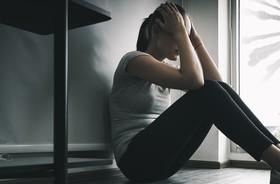 COVID-19 a zdrowia psychiczne. Najnowsze badania brytyjskich naukowców