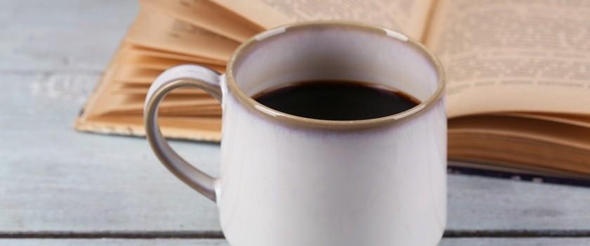 Kawa może wpływać na nasz zegar biologiczny