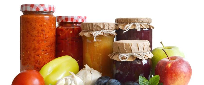 Domowe przetwory z warzyw i owoców sezonowych