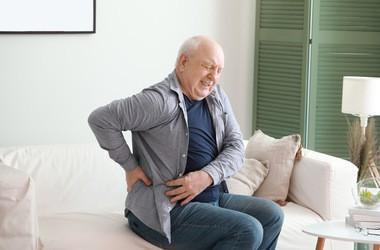 Kolka nerkowa – przyczyny, objawy, leczenie. Jak postępować podczas ataku kolki nerkowej?