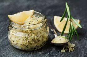 10 przepisów na domowy peeling prosto z kuchni