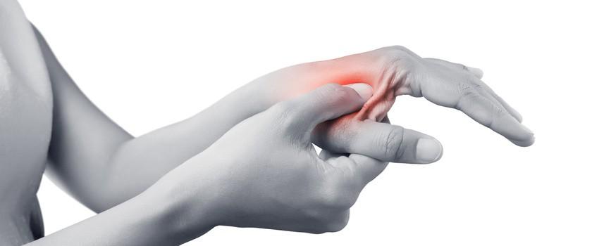 Choroba de Quervaina (zespół de Quervaina) – przyczyny, objawy i leczenie bólu kciuka