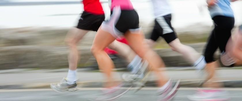 Chciałbym wystartowac w maratonie dbam o zdrowie. jakie preparaty wzmacniajace powinienem uzywac w trakcie okresu treningowego, w trakcie maratonu i po jego zakonczeniu?