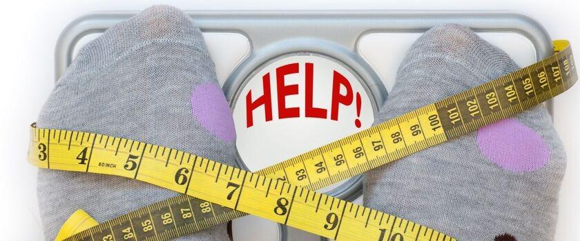 Mam 23 lata, chciałabym schudnąć dla dobrego samopoczucia. Od trzech mc-y regularnie ćwiczę (jeżdżę na rowerze, biegam, ćwiczę brzuszki i boczne skłony), jednak do tej pory nie udało mi się zrzucić nawet 1 kg. Czy jakieś suplementy ułatwią odchudzanie?