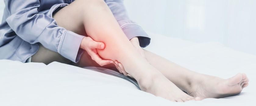 Skurcze łydek – przyczyny i leczenie bolesnych skurczów łydki