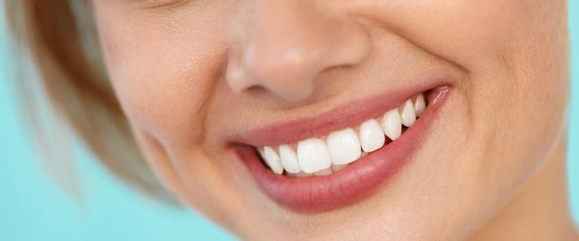 Metaliczny posmak w ustach – przyczyny, leczenie i co oznacza