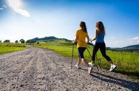 """Nordic walking – zalety i technika """"chodzenia z kijkami"""""""