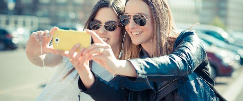 Warto mieć przyjaciół – dzięki nim jesteśmy bardziej odporni na ból