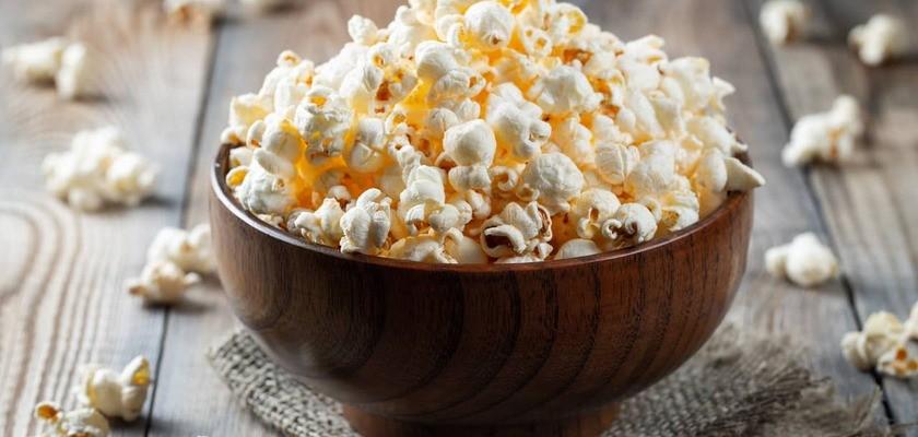 Popcorn – czy jest zdrowy? Wartości odżywcze, kalorie i właściwości prażonej kukurydzy