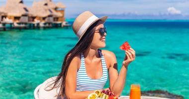 Dieta na lato – co jeść i pić podczas upałów? Przepisy na dania i napoje na upalne dni