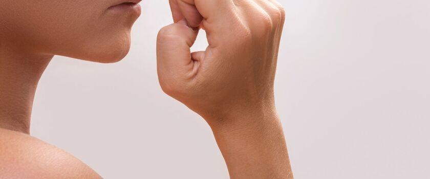 Przyczyny onycholizy, czyli odwarstwienia płytki paznokciowej