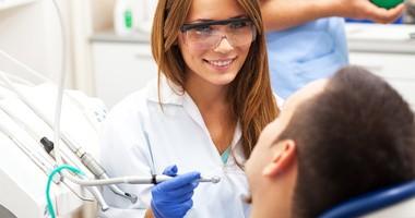 Przetoka ustno-zatokowa, czyli powikłanie po wyrwaniu zęba. Przyczyny, objawy i leczenie