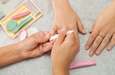 Manicure japoński krok po kroku – jak wykonać P. Shine? Efekty, przeciwwskazania, cena