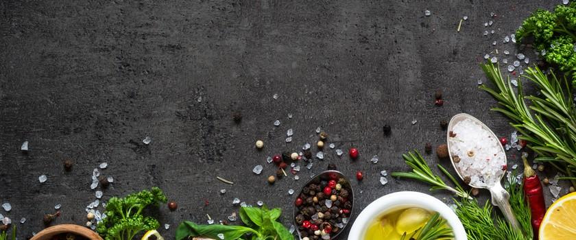 Jesienny niezbędnik. Witaminy i zioła na odporność i przeziębienie