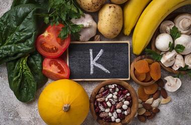 Witamina K – funkcje w organizmie i skutki niedoboru u dzieci i dorosłych. Witamina K dla noworodka