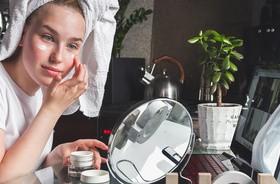 Czy koronawirus przyspiesza starzenie się skóry? Wskazówki dotyczące pielęgnacji podczas pandemii